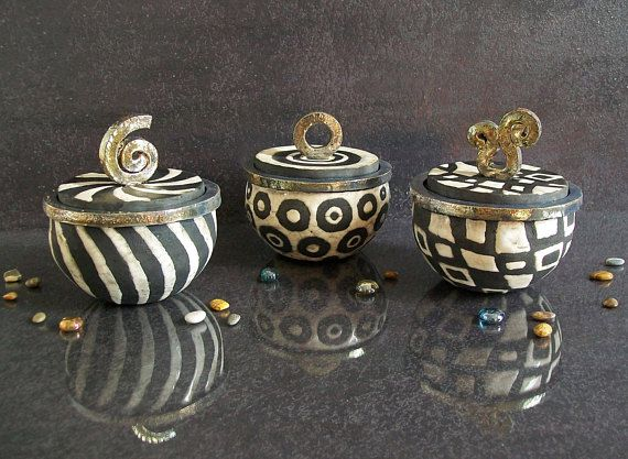 black and white jars, raku pottery lidded jars, custom ring box, wedding ring box, engagement ring box, ceramic jewelry box with lid, set of jars, small ceramic jar with lid. Made to order. Choose the color you like by the side options. Black and golden parts remain unchanged.