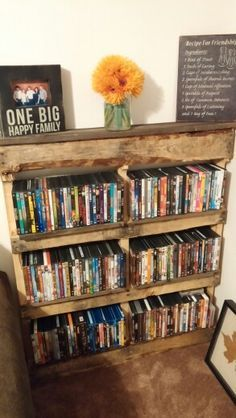 une biblioth que home made pour vos dvd ou vos bouquins diy palette dvd rangement bureau. Black Bedroom Furniture Sets. Home Design Ideas