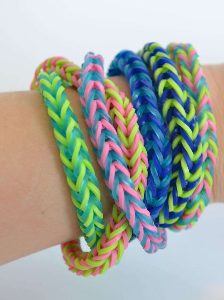 How to make rubber band bracelets without a loom.