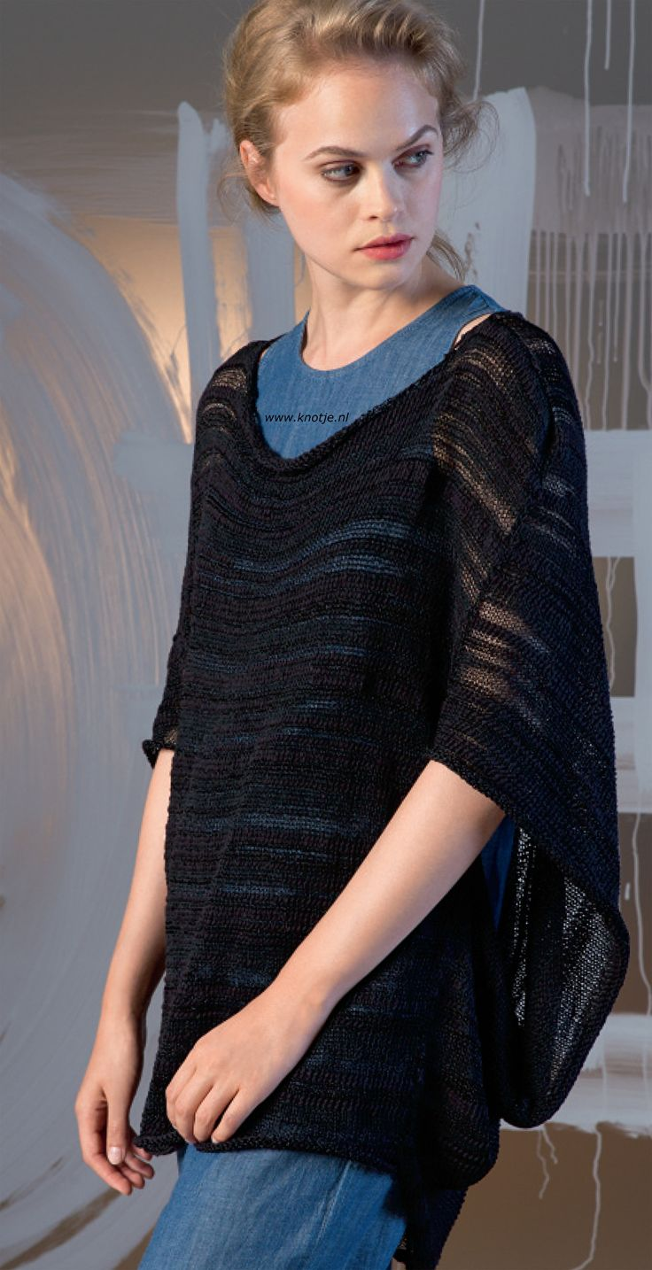 Breien.Deze wijde trui is gemaakt met de LANG Yarns Ella.Lang Yarns Ella is een garen met een mix van katoen, polyester, viscose en polyamide. Het voelt zacht aan met een natuurlijke look.Model en patroon staan in het patronenboek FaM 243 Urban (Model 25).