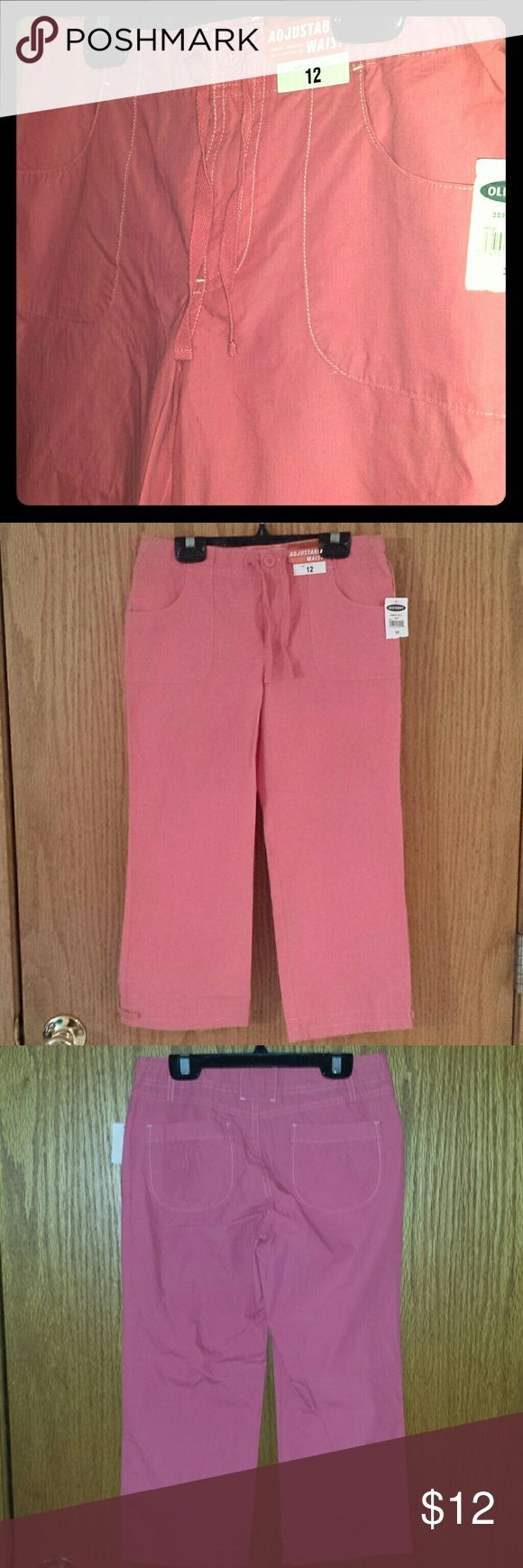Old Navy girl's coral capris size 12 Capris with adjustable waist size 12. No stains or defects from a pet and smoke free home. Old Navy Bottoms Casual