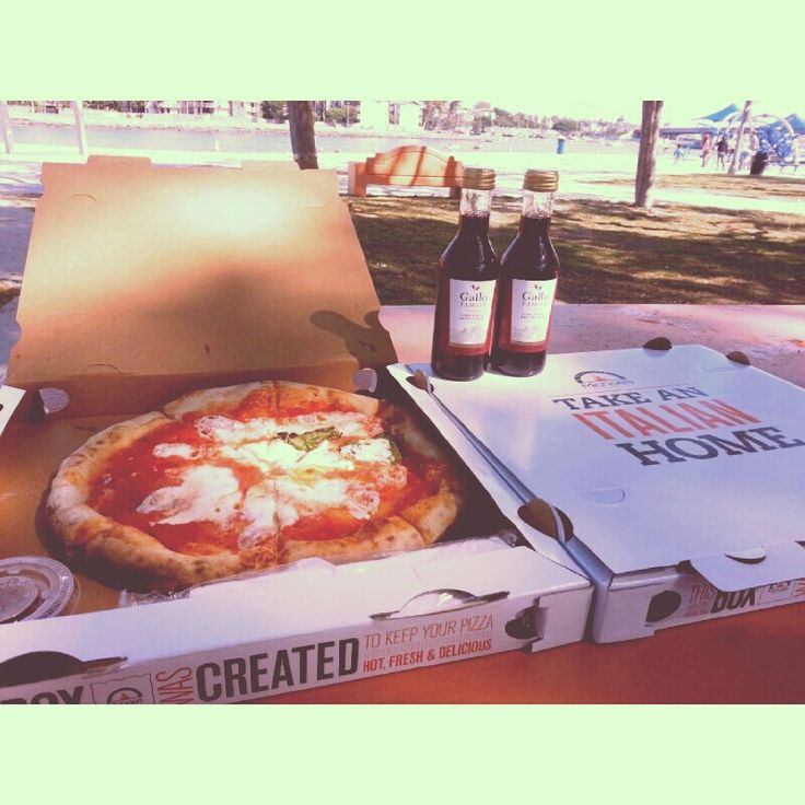 Pizza and wine picnic