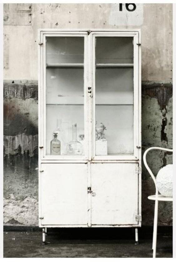 Interieurideeën | Prachtige stoere brocante apothekerskast. Door Nouka
