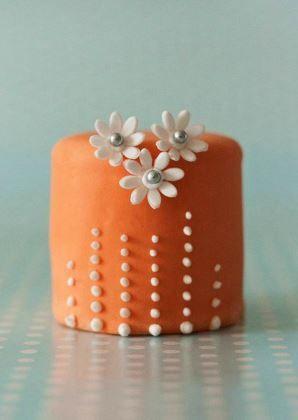 Orange & White Flowers Mini Cake