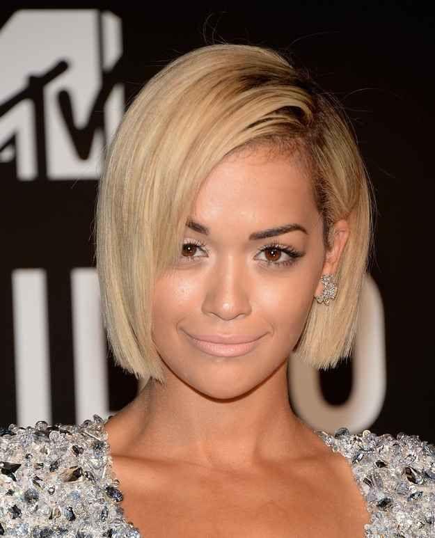 Даже очень темные волосы можно покрасить в блонд как у Rita Ora и выбрать именно такую стильную длину стрижки Bob www.kika-style.com.ua