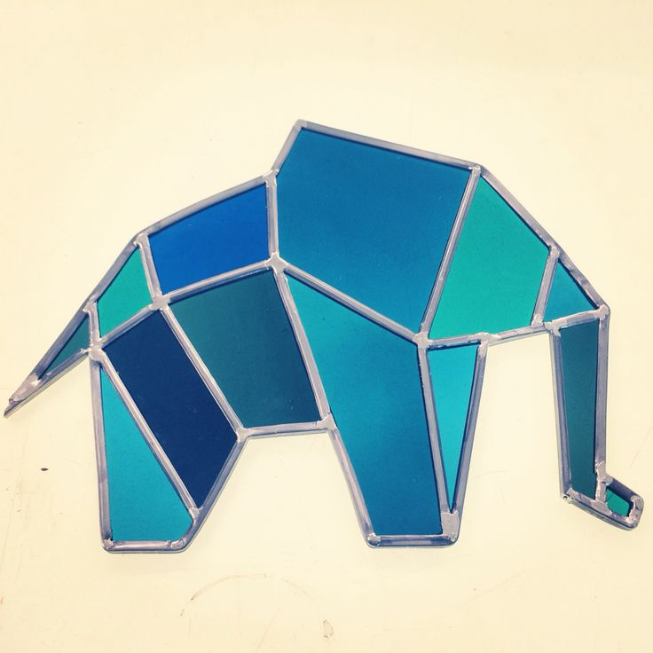 Stained glass elephant. Glas-in-lood olifant. Art de vitraux. Bleu blue blauw. Origami.  Made by Isabelle Lambillotte