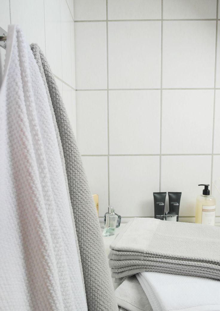 Hold orden på badeværelset med håndklæder til ham og hende