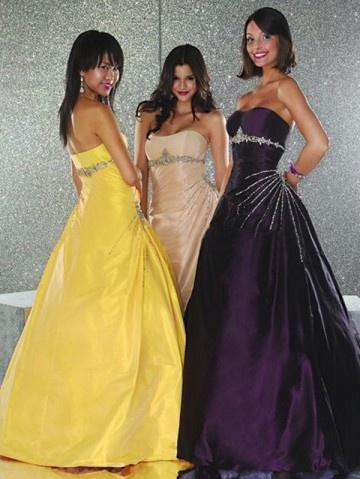 Apparel Stuff, Long Dresses, Evening Dresses, Apparel Style, Dresses Ideas, Beads, Prom Ideas, Prom Dresses, Apparel Fashion