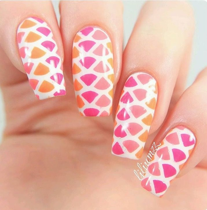 This manicure by @liliumzz reminds me of strawberry lemonade! It's made with our Fan Nail Stencils which are part of our Spring Collection on sale now! Code: SPRINGSALE at snailvinyls.com