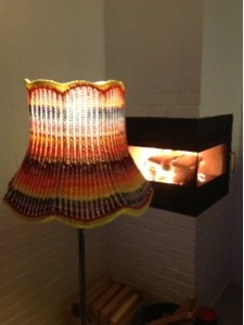 Lampeskærm strikket med magiske nøgler
