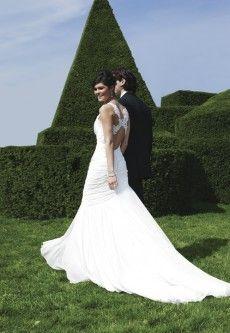Sincerity 3736 Rugdetail in je trouwjurk maakt je rug bijzonder   De Bruidshoek   De Bruidshoek