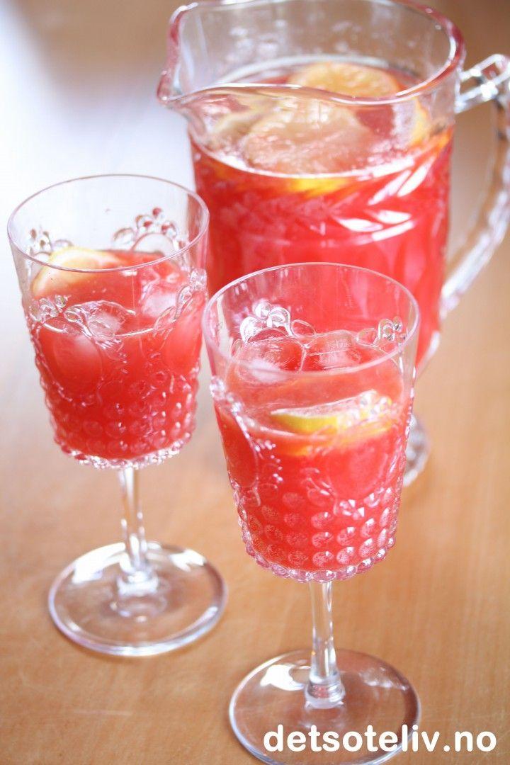 Lemonade med sitron, appelsin og bringebær | Det søte liv