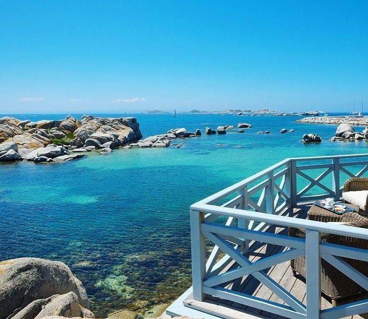 Hotel & Spa des Pêcheurs L - Corse France. L'île de Cavallo na pas volé son titre de plus belle ile de l'archipel corse. Privée elle est jalousement gardée par ses habitants qui ont su lui éviter un afflux trop important de visiteurs ce qui lui a