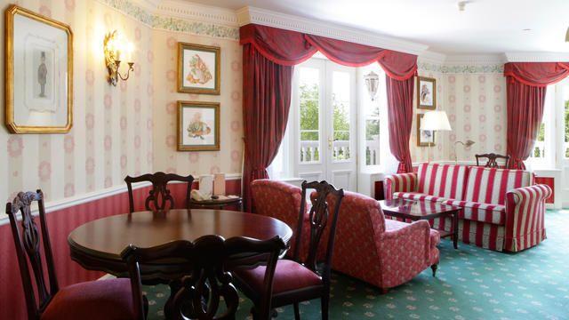 Disneyland Hotel Room Rates  Disneyland Paris Hotels: Walts Apartments