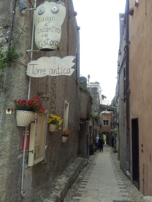 Stile Artigiano a Borgio Verezzi il carrugio #Liguria