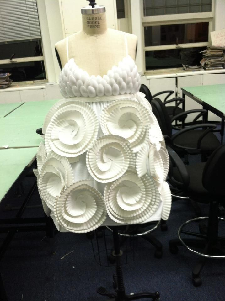 Recycled fashion. Original pinner made this dress out of paper plates, spoons, and napkins