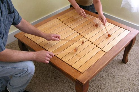 musical coffee table. awesome. Dad can make me one of these