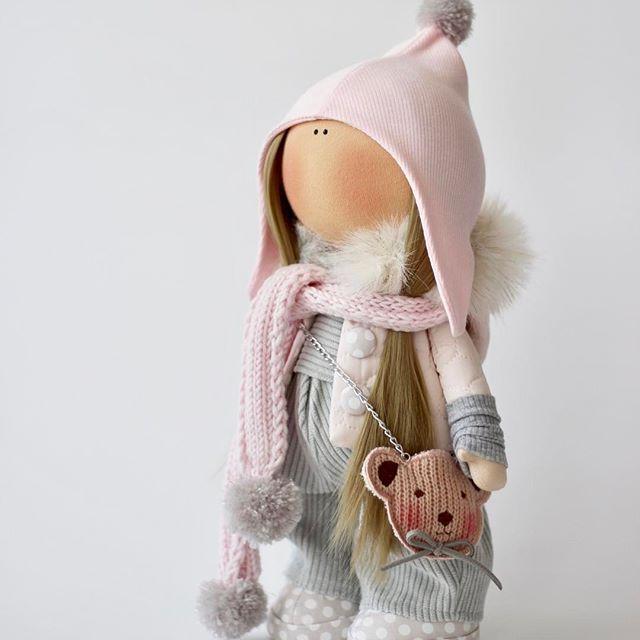Весенняя кнопка... Сделана на заказ.  #milahandycrafts #sewing #handmadedoll #handmadepresent #princess #butterfly #interiordoll #tilda #textiledoll #cotton #magicparade #handmadetoy #куклаомск #куклатильда #кукла #подарокручнойработы #подарокнаденьрождения #бабочка #куклабабочка #хлопок #интерьернаякукла #текстильнаякукла #шьюкукол #эльфийка #present #дляфотосессии