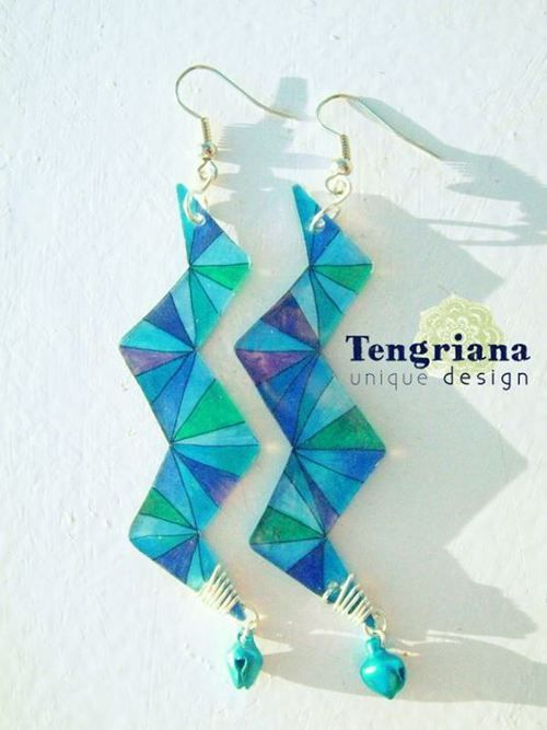 ArtDecoloratio • Shades of Blue  Shrink plastic zigzag earings with free-hand painted triangles of shades of blue, purple and green
