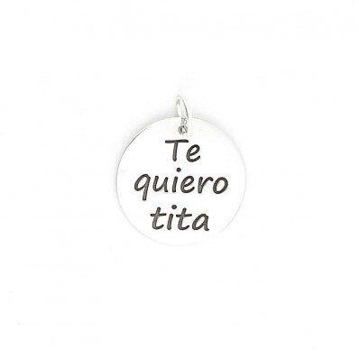 """Colgante en #plata con la inscripción """"Te quiero tita"""". Comprale esta #medalla y imagina la cara de tu tía cuando se la regales. http://ift.tt/2gGbBSI"""