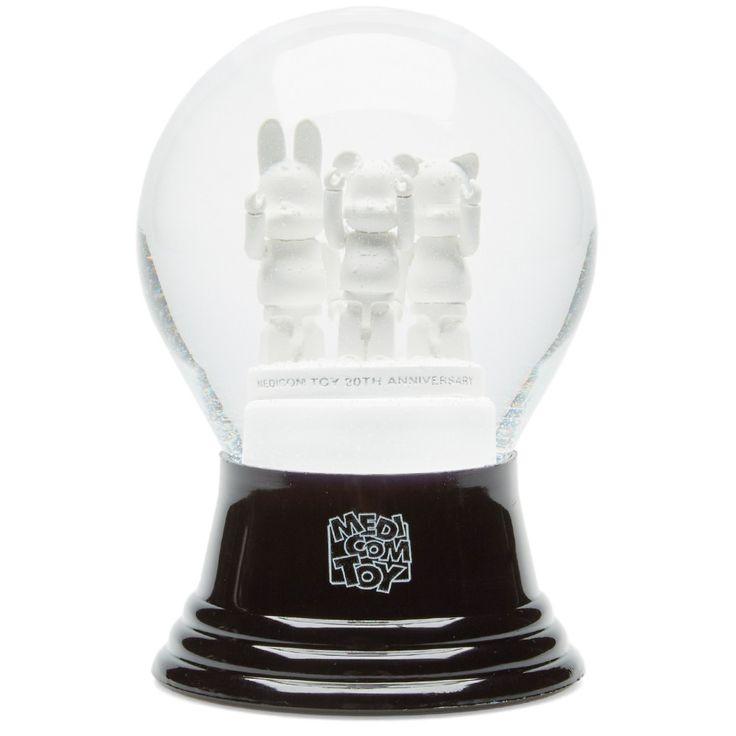 Medicom Be@rbrick 20th Anniversary Snow Globe (Black & White)
