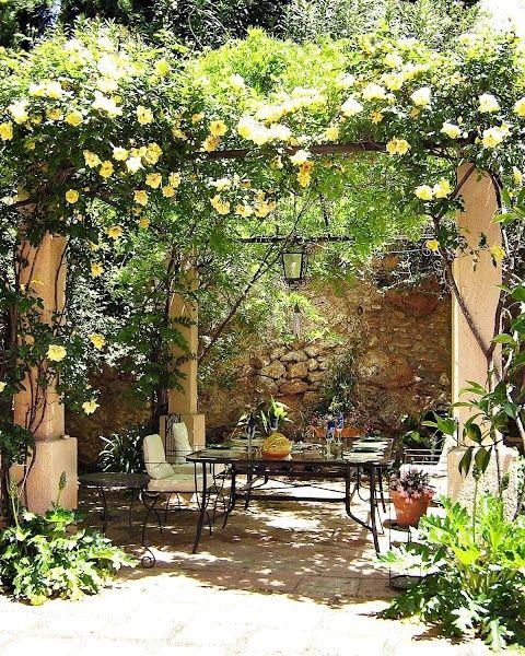 38 Eye-Catching Mediterranean Backyard Garden Décor Ideas Gardenoholic Gardenoholic
