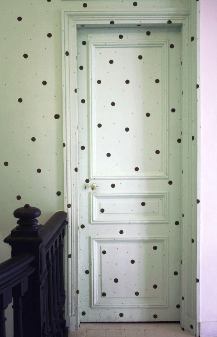 bonton, paris -★- dots wall