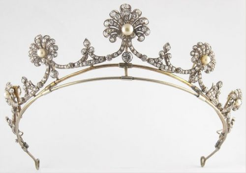 Diamond and Pearl Tiara c1850 set in silver and gold with 30 carats of diamonds. Convertible to a necklace and two brooches.