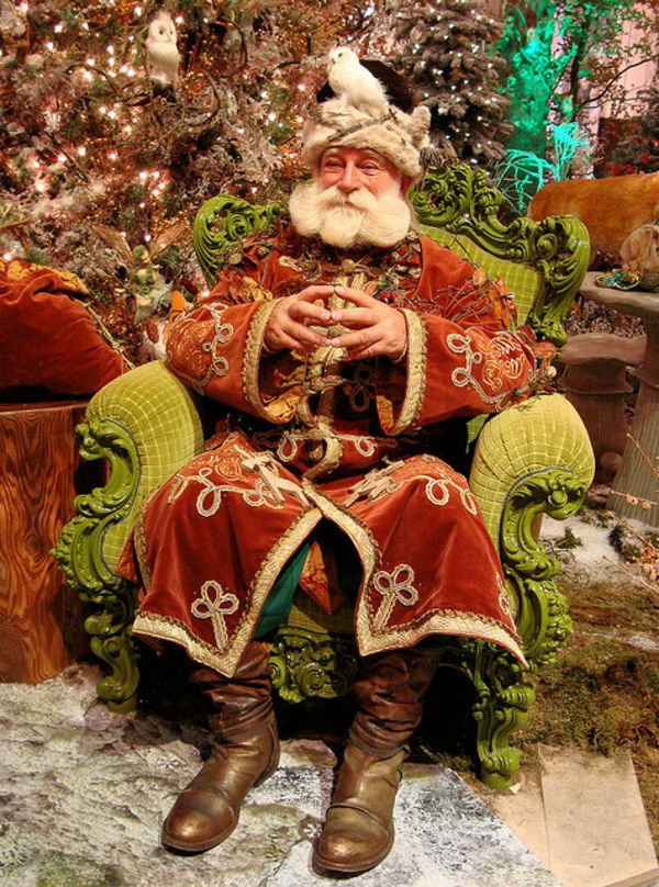Father Christmas in Germany...not my typical favorite...but he is really a beautiful Father Christmas!