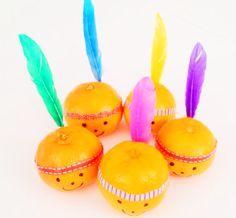 Wat zijn ze schattig deze kleine indiaantjes gemaakt van mandarijntjes! Super leuke, gezonde en makkelijke traktatie.
