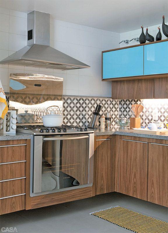 Apartamento Vila Madalena / Claudia Pecego #kitchen #blue