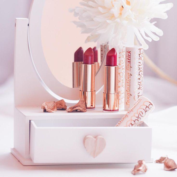 A jaký odstín rtěnky nemůže na podzim chybět vám ? #Dermacol_CZ_SK #Dermacol #Dermacolcosmetics #lipstick #lip #longlastinglipstick #red #love #cosmetics #makeup #beauty #autumn #DermacolOfficial   http://www.dermacol.cz/produkt/longlasting-lipstick/