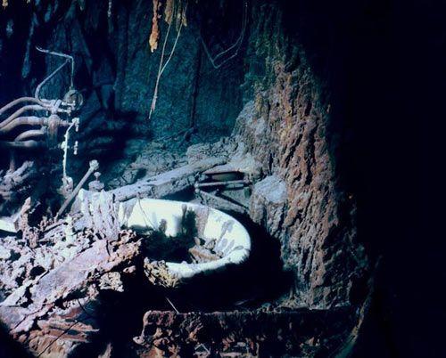 Underwater Images of #Titanic