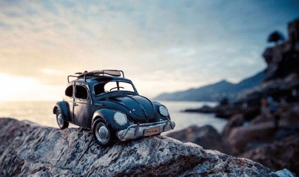旅に出したくなる。ミニチュアカーの冒険旅行 – Traveling Cars Adventures | STYLE4 Design