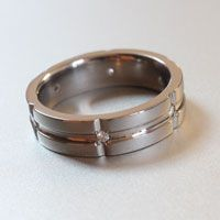 titanium ring with polished grooves and white diamonds