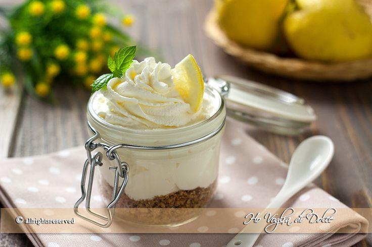 Coppette cremose al limone con mascarpone, un dolce al cucchiaio facile, senza cottura e veloce da preparare bastano pochi minuti per servire questa delizia