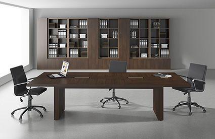 Projeto para sala de reunião com mobiliário nobre e estilo sofisticado. by RS Design
