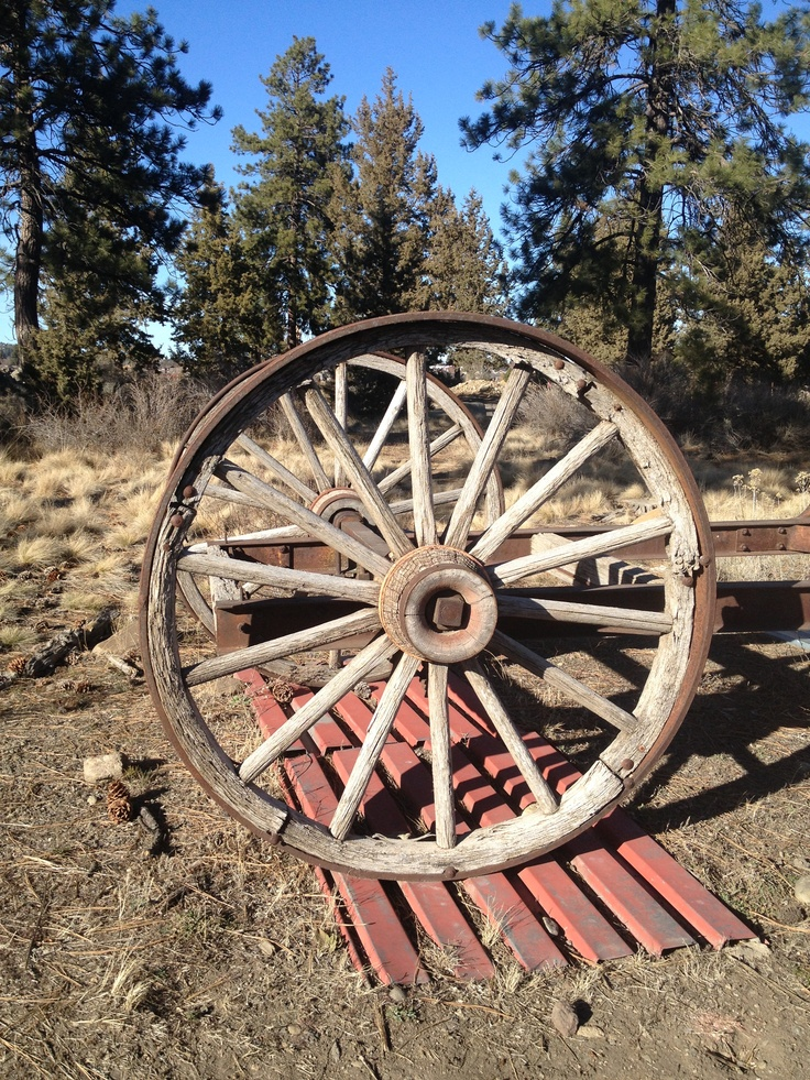 1000 images about wagon wheels on pinterest cuba for Reclaimed wood bend oregon
