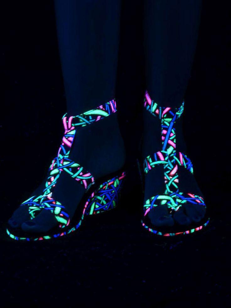 """Schwarzlicht Neon Style Cubana-Sandalen """"Fully Wired"""" #blacklight #schwarzlicht #spacetribe #shoes #sandals #psy"""