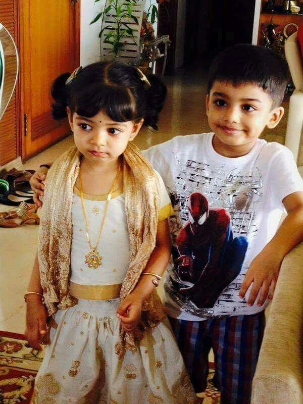 AiShWaRyA Raİ's DaUgHtEr AaRaDhYa WiTh HeR CouSiN