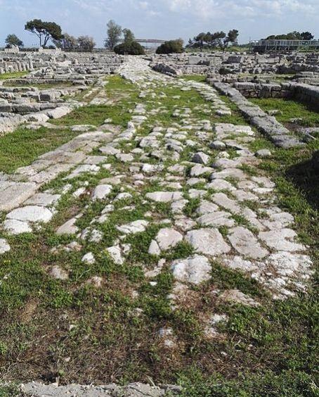 Alla scoperta di Egnazia, la città perduta - Puglia – Scorcio dell'area archeologica di Egnazia, Savelletri di Fasano (Brindisi). La città fu fondata dai Messapi nel V sec. a.C