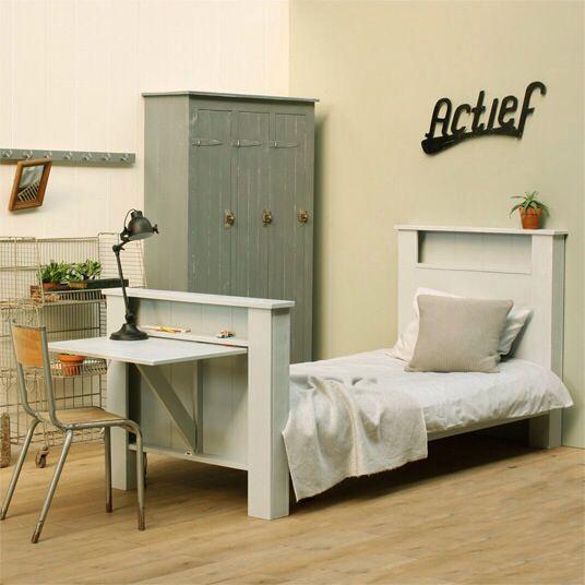 Bed en buro in 1!! Handig voor kleine ruimtes.