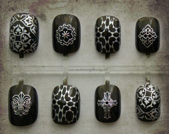 Lafayette. Gothic Nail Art, Vampire Fake Nails, Press On Nails, Halloween, Halloween Nail Art, Vampire Fashion, Gothic, Cosplay Fashion