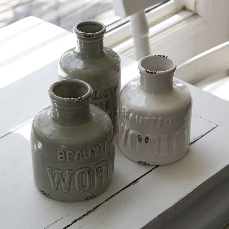 Botellas de cerámicas, múltiples diseños, ideales para decorar el interior del hogar. #botella #cerámica #ceramic #diseño #desing #hogar #home