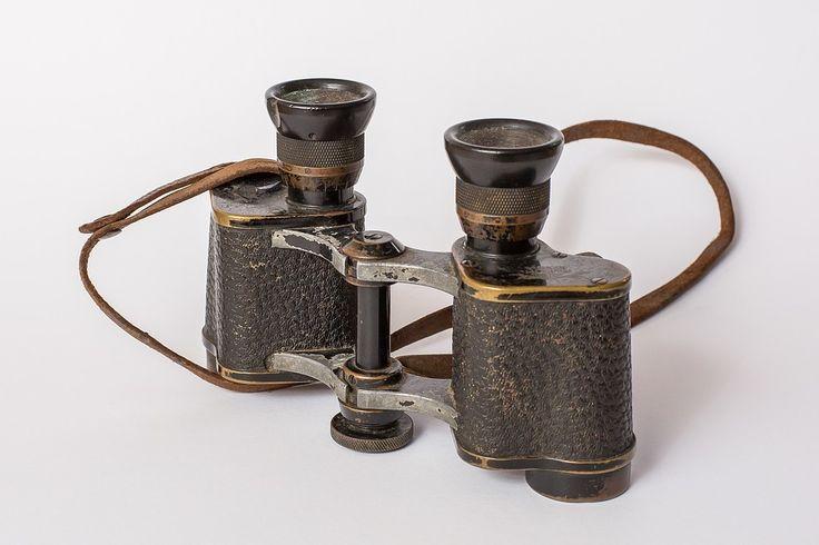 Das Fernglas. Die Ferngläser.  Oder: Der Feldstecher. Die Feldstecher.  Dieses Fernglas ist ziemlich alt.