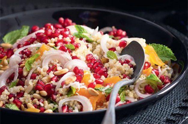 Salát s quinoou a granátovým jablkem   Apetitonline.cz