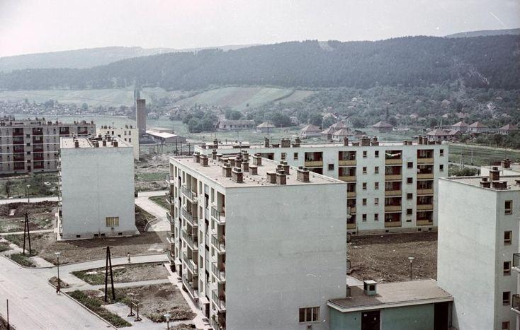 Kilián-dél, Kandó Kálmán utca az Írinyi János utca felől a Könyves Kálmán utca felé nézve.