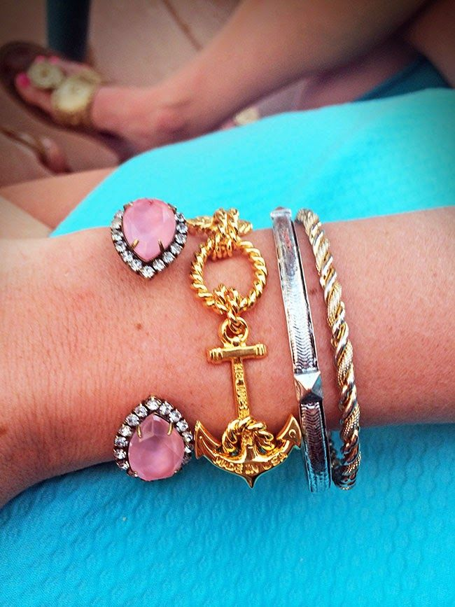 @Sarah Chintomby Chintomby Chintomby Chintomby Vickers 's arm party features the Sarra Cuff