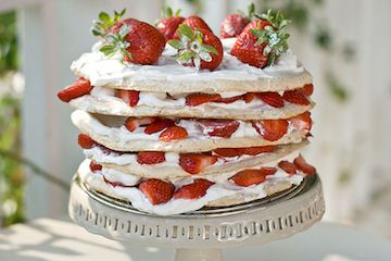 Swedish Midsummer Strawberry Meringue Layer Cake (via Savour Fare)