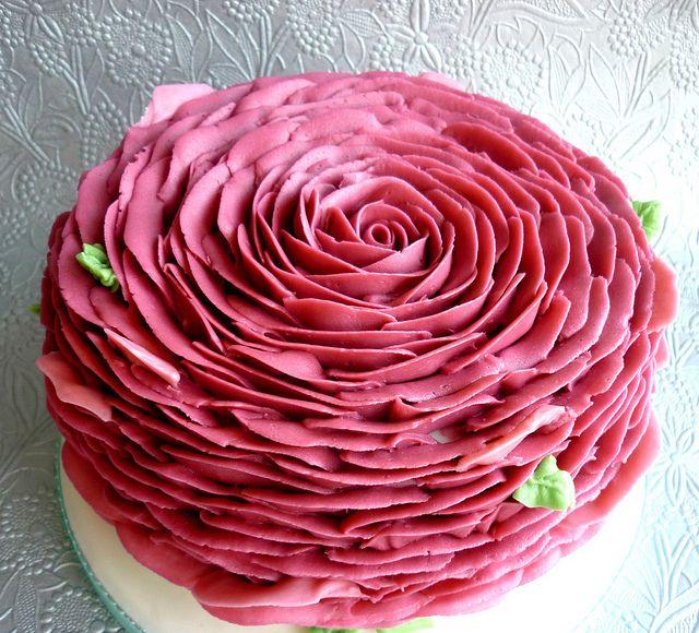 Rose Petal piped cake by Star Bakery (Liana), via Flickr